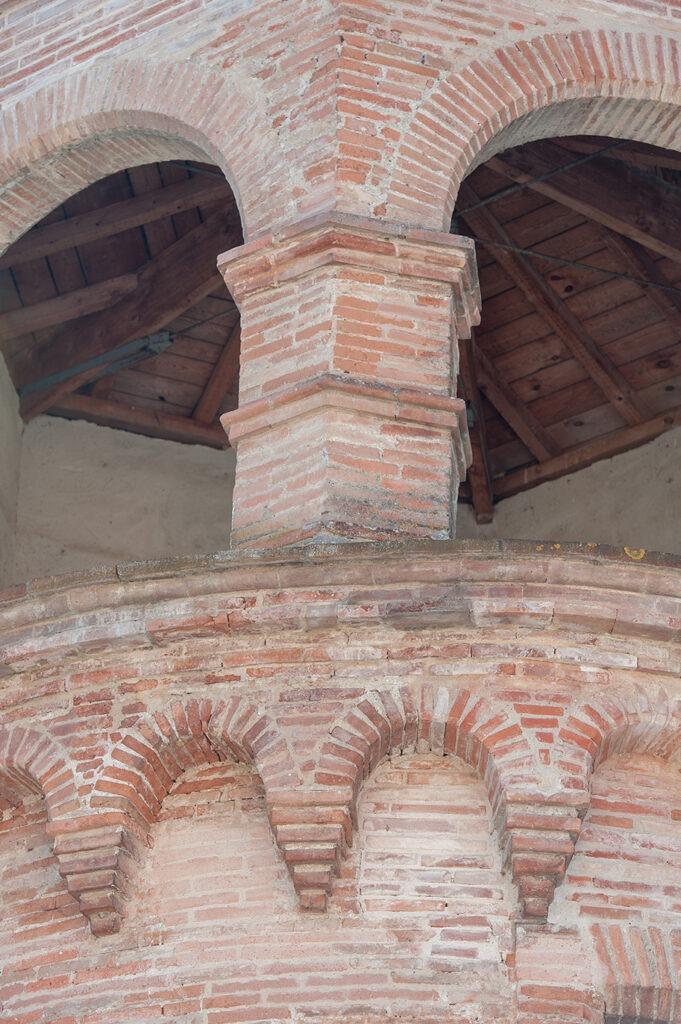 Château d'eau en briques foraines